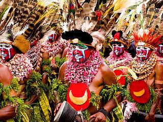 Mt.Hagen Show mit traditionellen Tanzgruppen