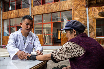 (POVERTY RELIEF ALBUM) CHINA-YUNNAN-DULONG ETHNIC GROUP-DEVELOPMENT-CHANGES (CN)