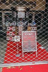 Lichtburg Kino geschlossen  Essener Innenstadt in Zeiten der Coronapandemie zur Vorweihnachtszeit  Essen  Nordrhein-Westfalen  Deutschland