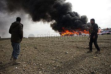 AFGHANISTAN-Nangarhar beschlagnahmte Droge-BURNING