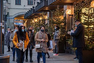 Black Friday: Weihnachtsshopping mit Maskenpflicht