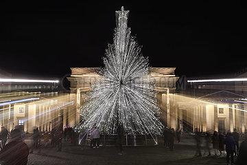 DEUTSCHLAND-BERLIN-BRANDENBURG GATE-WEIHNACHTSBAUM