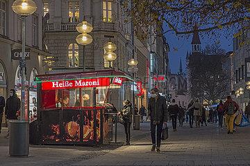 Heisse Maroni  Kaufingerstrasse  abends  November 2020