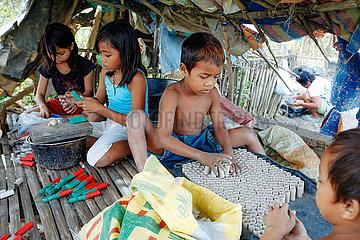 Child Labour at firecracker industry - Kinderarbeit in Feuerwerksfabriken