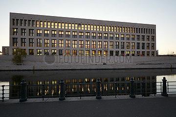 Berlin  Deutschland - Humboldt Forum am Schlossplatz mit der modernen Ostfassade.