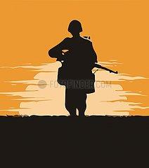 Soldat mit Gewehr vor Sonnenuntergang