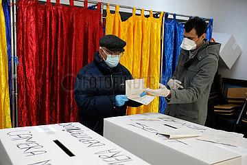 ROMANIA-BUCHAREST-PARLIAMENTARY ELECTION-VOTING