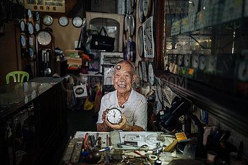 MALAYSIA-KUALA LUMPUR-WATCH REPAIRER