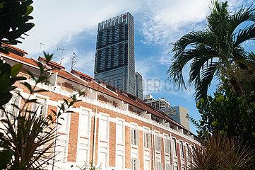 Singapur  Republik Singapur  Der moderne Wolkenkratzer Tanjong Pagar Centre (Guoco Tower) im Geschaeftsviertel
