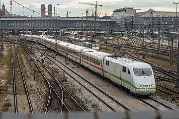 Abfahrt ICE 788 nach Hamburg  Hauptbahnhof Muenchen  Dezember 2020