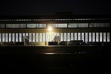 Impfzentrum im frueheren Flughafen Berlin-Tempelhof
