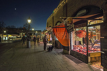 Metzgerzeile  Viktualienmarkt waehrend hartem Lockdown  Muenchen  18.12.2020