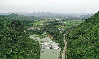 CHINA-GUANGXI-Luzhai-INDUSTRIES-ARMUTSBEKÄMPFUNG Verdichtungs (CN)