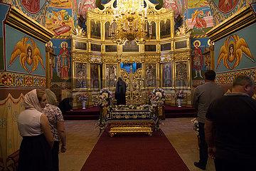 Republik Moldau  Capriana - Gottesdienst in der Kirche des Klosters Capriana  eines der aeltesten (15. Jahrhundert) Kloster Besserarabiens