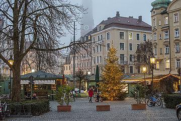 Wiener Platz  abends  waehrend hartem Lockdown  Muenchen  19.12.2020