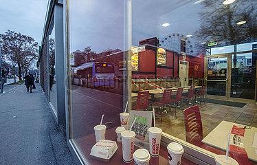 Burger King am Ostbahnhof  waehrend hartem Lockdown  Muenchen  21.12.2020