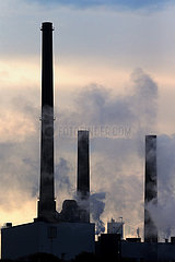 Salzgitter  Deutschland  Silhouette: rauchende Schlote des Stahlwerk der Salzgitter AG