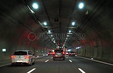 Jena  Deutschland  Autos im Tunnel Jagdberg auf der A4