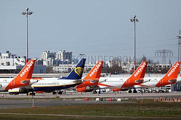 Schoenefeld  Deutschland  Flugzeuge der easyjet und Ryanair stehen auf einem Vorfeld des Flughafen Berlin-Brandenburg International