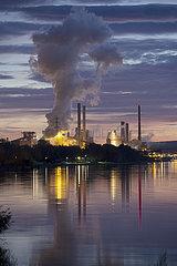 Salzgitter  Deutschland  Stahlwerk der Salzgitter AG bei Daemmerung