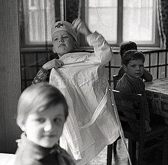 Berlin  Deutsche Demokratische Republik  Kinder bei den Dreharbeiten zum Film Iwans Kindheit
