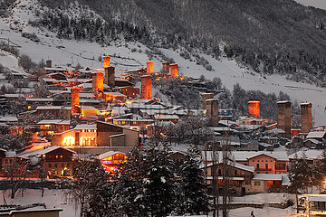 Mestia  Georgien  Stadtansicht im Winter