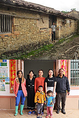 (POVERTY RELIEF ALBUM) CHINA-HAINAN-LI ethnische Gruppe-Land-Renovierung (CN)