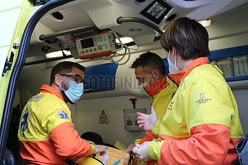 SPANIEN-BARCELONA-COVID-19-Einsatz von Krankenwagen