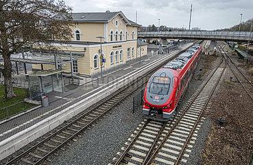 Abfahrt RE17 Richtung Kassel  Bahnhof Wickede (Ruhr)  31. Dezember 2020