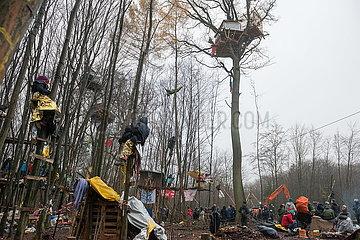 Letztes Barrio Oben - Dannenroeder Forst Besetzung