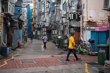 Singapur  Republik Singapur  Strassenszene zeigt Menschen mit Mundschutz in Zeiten der Coronakrise