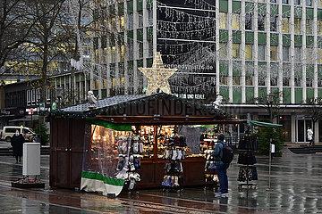 Deutschland  Nordrhein-Westfalen  Essen - Einkaufen in der Vorweihnachtszeit in der Corona Krise