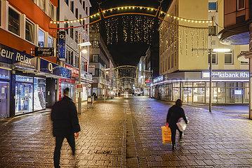 Ausgangssperre  Oberhausener Innenstadt in Zeiten der Coronakrise beim zweiten Lockdown  Nordrhein-Westfalen  Deutschland