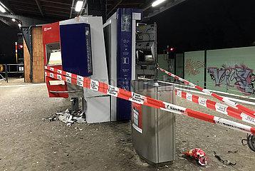 Berlin  Deutschland  gesprengte Fahrkartenautomaten auf dem S-Bahnhof Attilastrasse