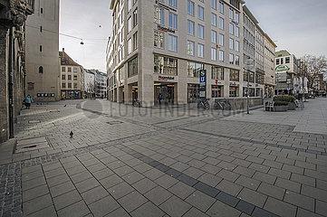 leerer Marienplatz  Rindermarkt  waehrend hartem Lockdown  Muenchen  27.12.2020