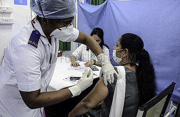 INDIEN-MUMBAI-COVID-19-Impfstoff-versiegt