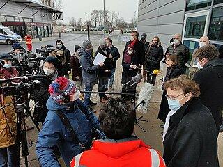 11.01.2020: Ursula Nonnemacher eroeffnet Impfzentrum am Flughafen Schoenefeld