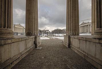 leerer Koenigsplatz  Lockdown  Muenchen  09.01.2021