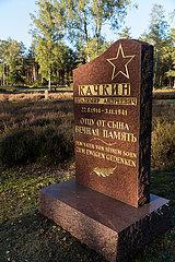 Deutschland  Lohheide - Juedisches Grab  Kriegsgefangenfriedhof der Gedenkstaette Bergen-Belsen. Hier liegen sowjetische Soldaten  die die Nazis zu Tode gequaelt haben