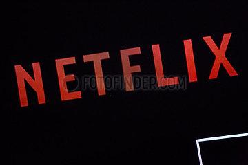 Netflix-Schriftzug auf einem Bildschirm