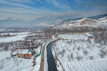 KASHMIR-WINTER SCENERY