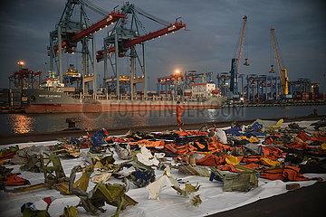 INDONESIA-JAKARTA-SJ-182-PLANE CRASH-SEARCH