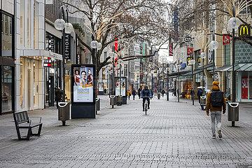Lockdown  wenige Passanten in der Innenstadt  Koeln  Nordrhein-Westfalen  Deutschland