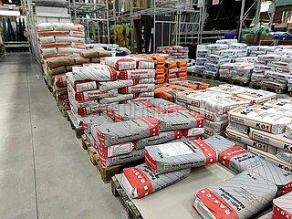 Zement in einem Baumarkt