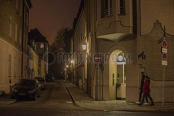 dunkle Strasse abends  Haidhausen  Muenchen  21.09.2020