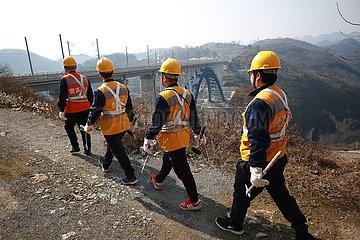 CHINA-GUIZHOU-QIANXI-XIXI RIVER GRAND BRIDGE-MAINTENANCE WORKERS (CN)