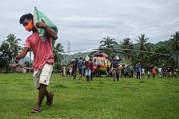 INDONESIA-WEST SULAWESI-DISTRIBUTION-AID-QUAKE-AFTERMATH