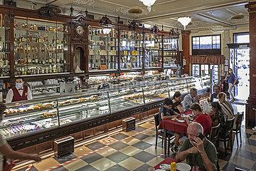 Pasteleria Versailles