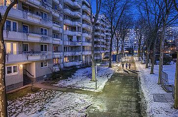 Siedlung in Muenchen-Neuperlach  abends  Januar 2021