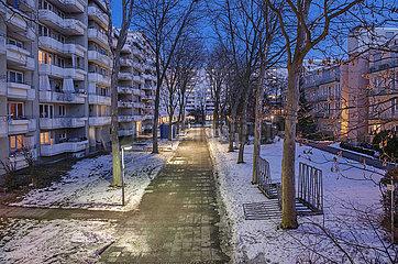 Wohnanlage in Muenchen-Neuperlach  abends  Januar 2021